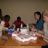 Marlit-und-Maya-unterrichten-die-Massailehrer